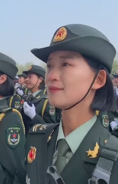 2019年国庆节阅兵结束后的女兵们