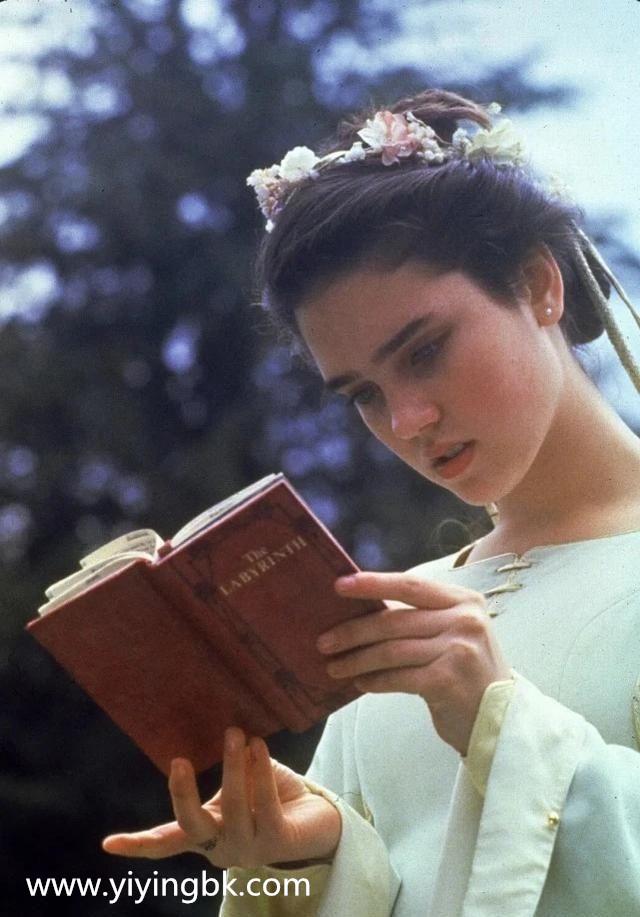 她14岁因美貌红遍全球,近日女儿长相曝光,网友夸赞:天使容貌!